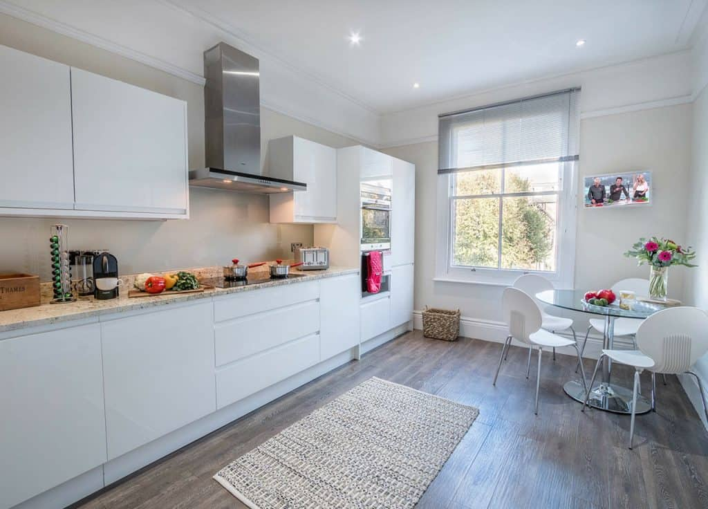 The Crescent kitchen features fine granite work surfaces and a contemporary glass splashback