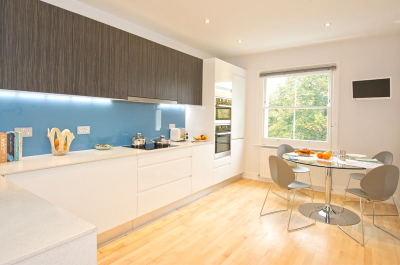 W_11-The-Arlington-Suite-Eat-In-Kitchen-20-The-Barons-Luxury-Serviced-Apartments-Richmond,-Twickenham,-South-West-London,-TW1