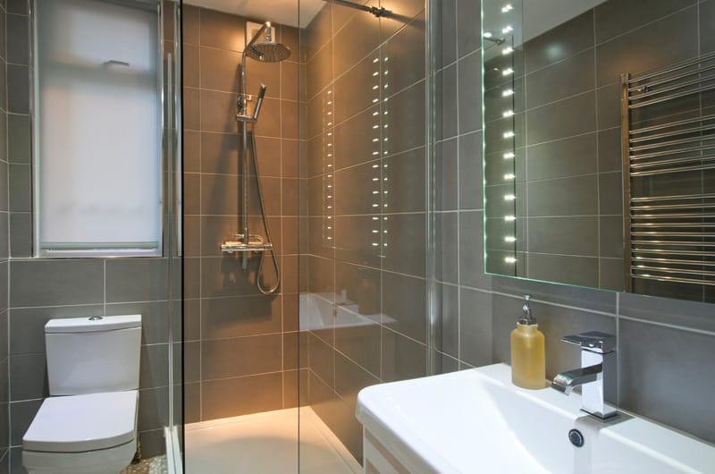 W_49-The-Brooke-Bathroom-20-The-Barons-Luxury-Serviced-Apartments-Richmond,-Twickenham,-South-West-London,-TW1
