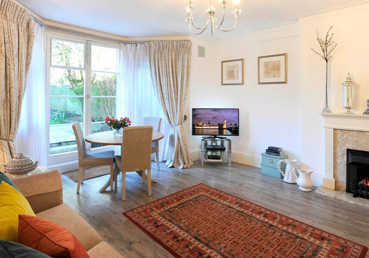 W_38 The-Garden-Suite-Lounge-20-The-Barons-Luxury-Serviced-Apartments-Richmond,-Twickenham,-South-West-London,-TW1
